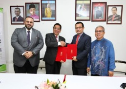 MOC-signing-between-OEW-Group-and-UMK-Malaysia-algae-technology-health-care
